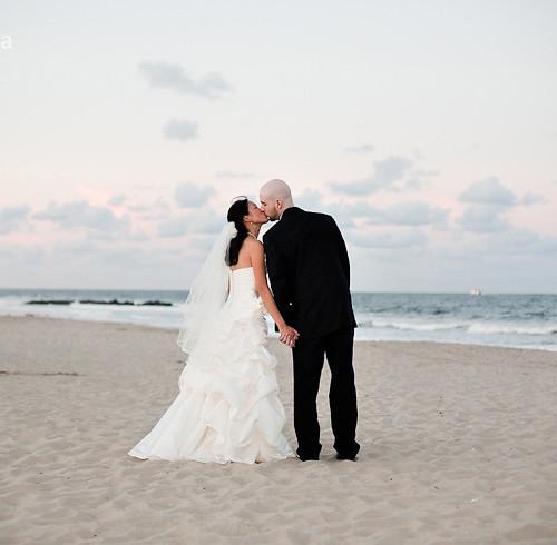 Lauren & Jonathan's Summer Beach Wedding